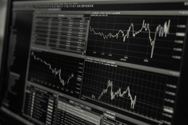 FX初心者は稼げない?自動売買ツールを利用するべき?